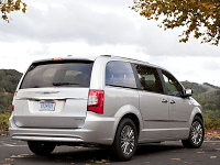 2011 Chrysler Town & Country Silver