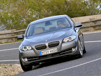 2011 BMW 5-Series Cornering