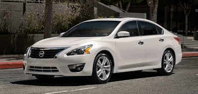 2013 Nissan Altima sedan white