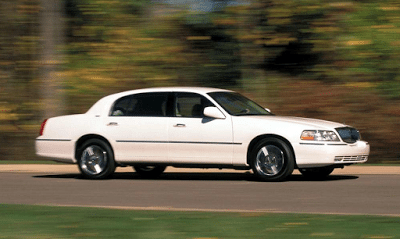 2003 Lincoln Town Car white