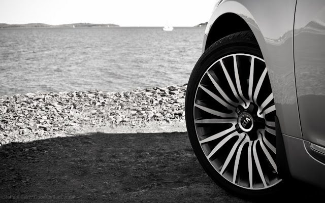 2014 Kia Cadenza 19-inch wheel Halifax Harbour