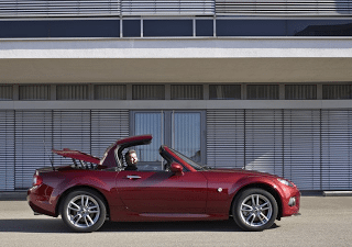 2013 Mazda MX-5 roof action