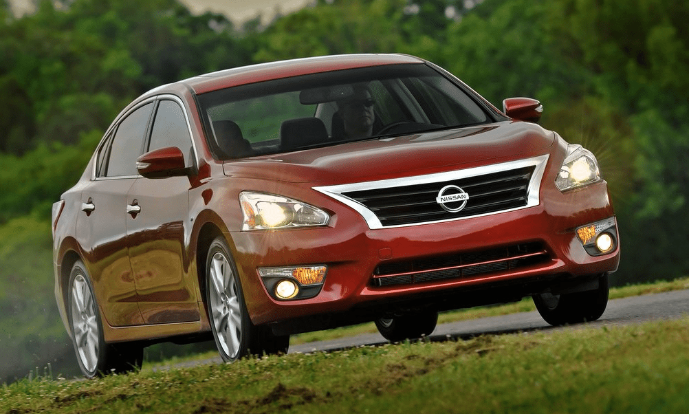 2013 Nissan Altima red