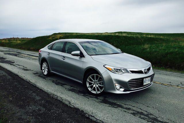 2015 Toyota Avalon Limited front
