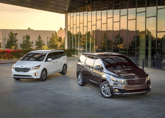 2015 Kia Sedona brown and white
