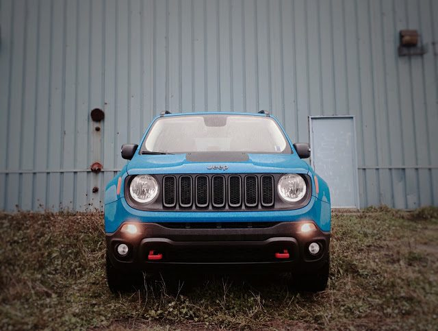 2015 Jeep Renegade Trailhawk front