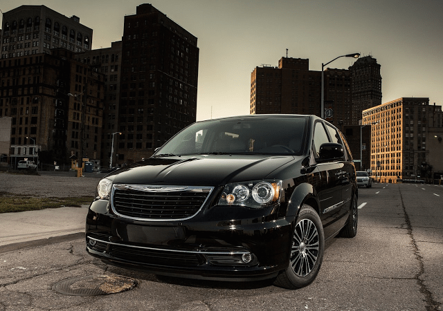2015 Chrysler Town & Country S black