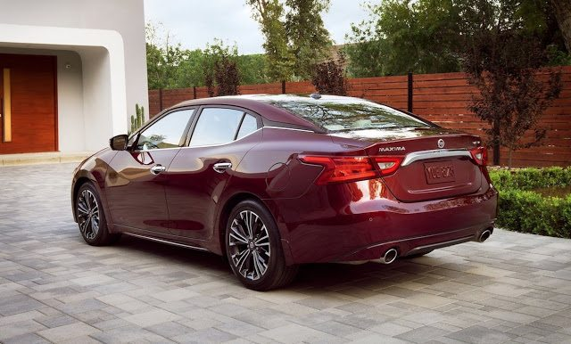 2016 Nissan Maxima red