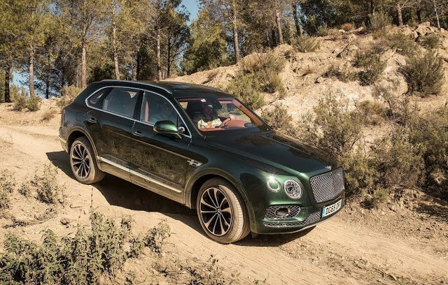 2017 Bentley Bentayga green