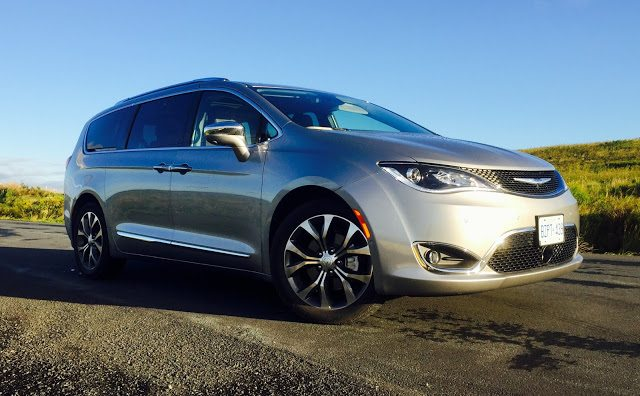 2017 Chrysler Pacifica Limited front