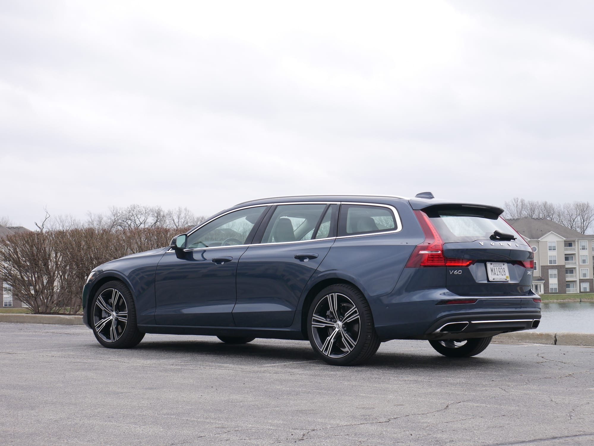2019 Volvo V60 T6 Inscription rear three-quarter view