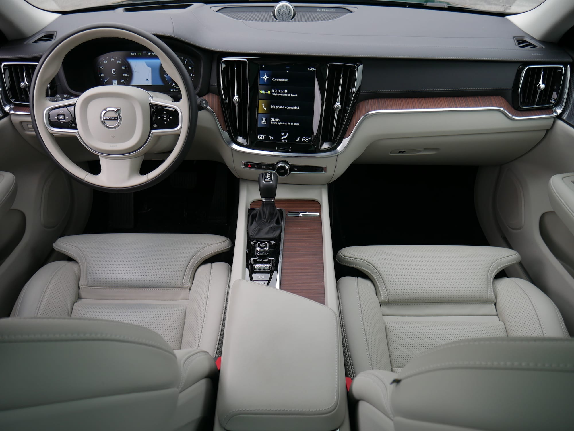 2019 Volvo V60 T6 Inscription cabin view from the back seat