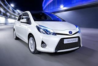 2013 Toyota Yaris Hybrid White