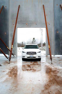 2013 Infiniti JX35 white front view
