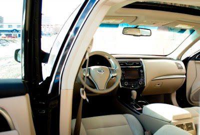 2013 Nissan Altima 2.5 SV Beige Interior