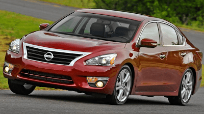 2013 Nissan Altima sedan cornering
