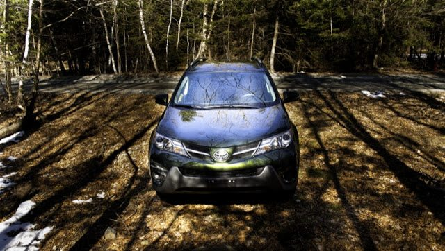 2013 Toyota RAV4 LE Spruce Green front angle