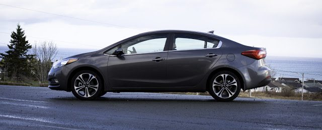 2014 Kia Forte SX profile angle