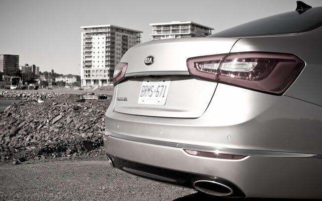 2014 Kia Cadenza rear view
