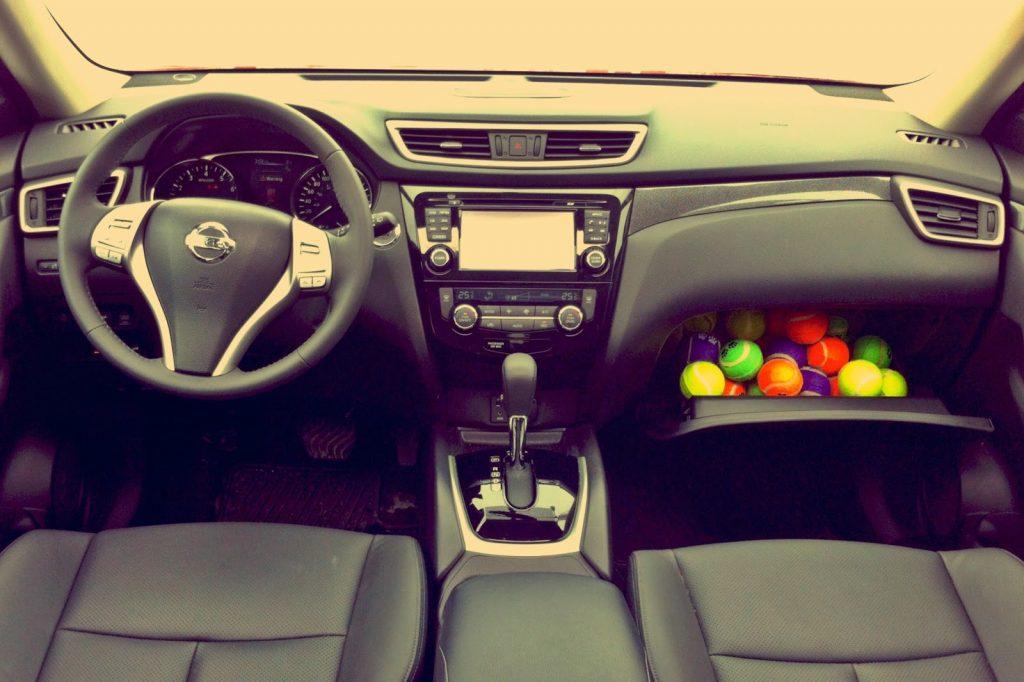 2014 Nissan Rogue SL interior