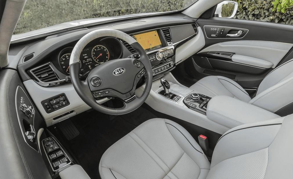 2014 Kia K900 interior