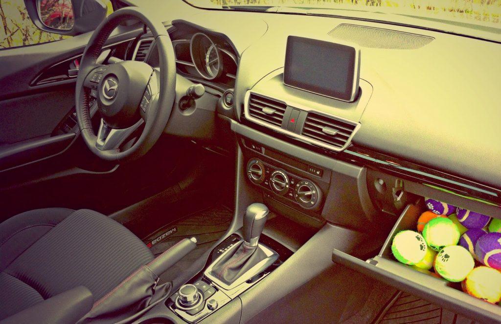 2014 Mazda 3 GS interior