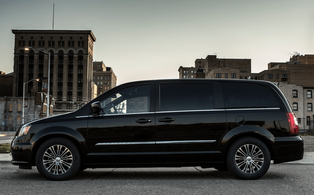 2014 Chrysler Town & Country S black