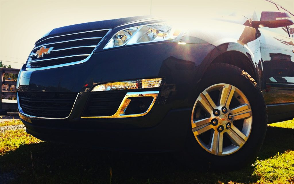 2014 Chevrolet Traverse front angle