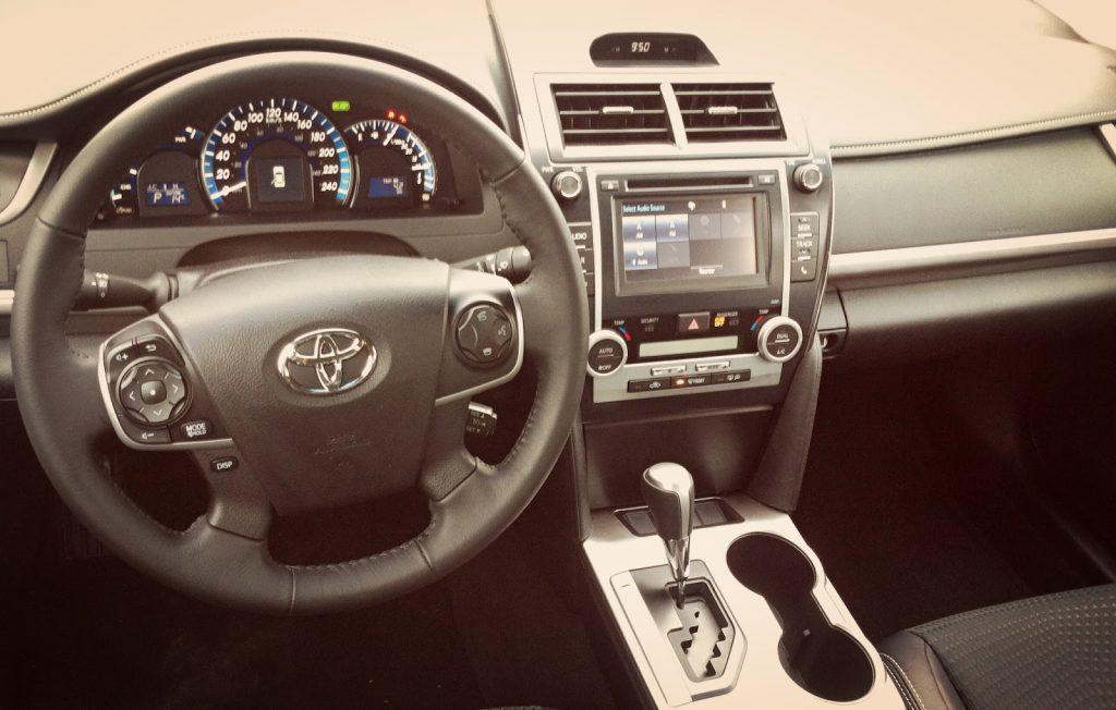 2014 Toyota Camry Hybrid SE