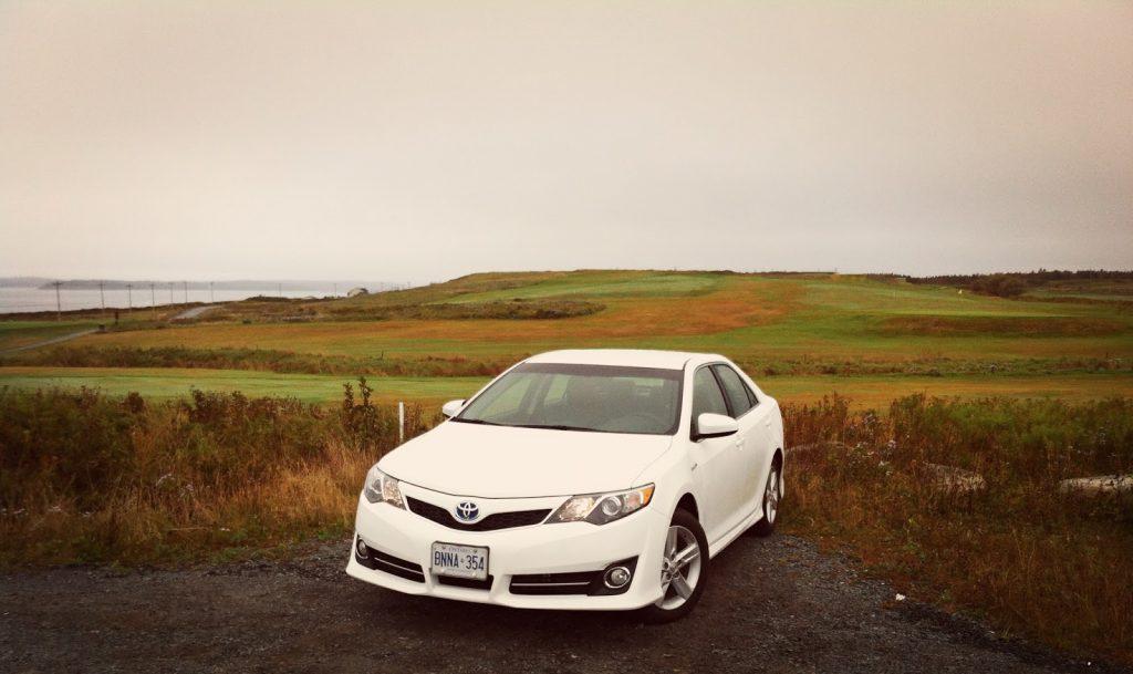 2014 Toyota Camry Hybrid SE front