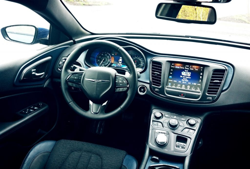 2015 Chrysler 200S AWD interior