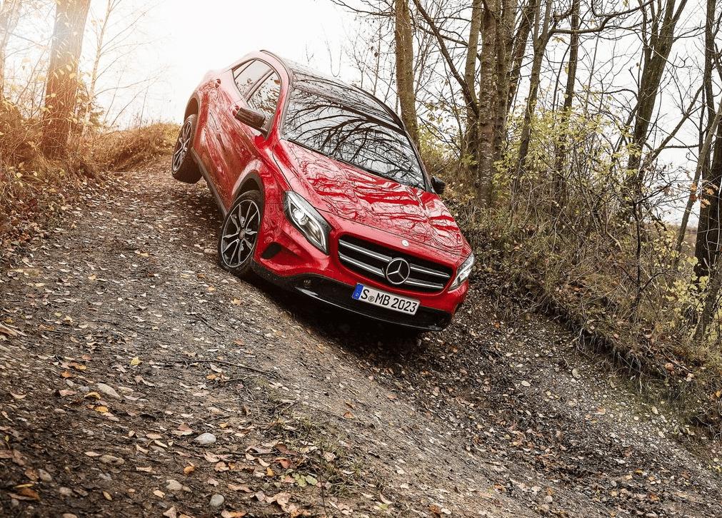 2015 Mercedes-Benz GLA-Class off road