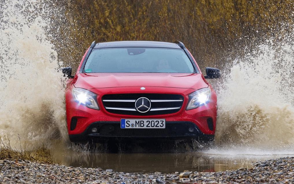 2015 Mercedes-Benz GLA red