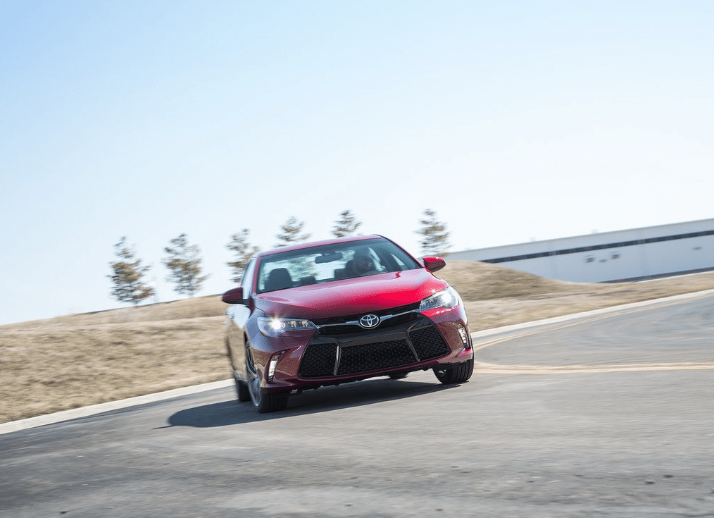 2015 Toyota Camry SE red