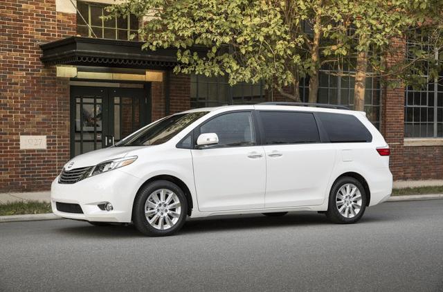 2015 Toyota Sienna XLE white