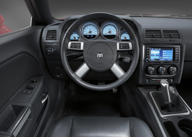 2009 Dodge Challenger interior