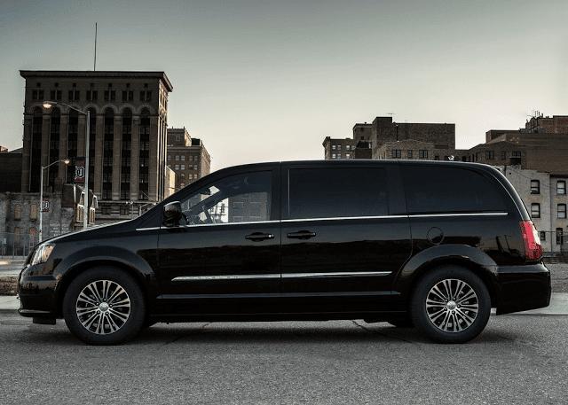 2013 Chrysler Town & Country S black