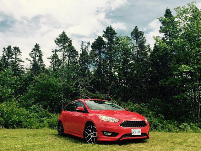2015 Ford Focus SE hatchback race red