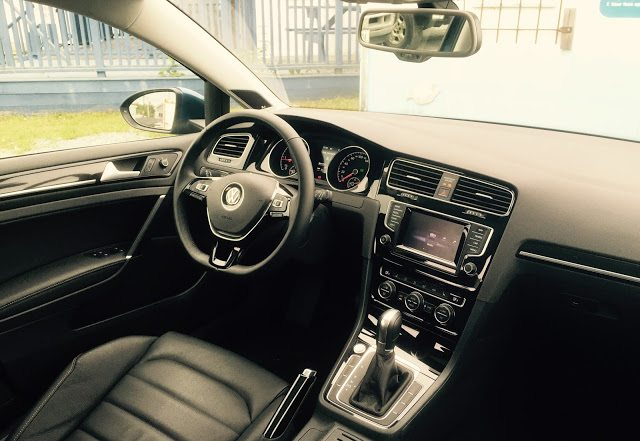 2015 Volkswagen Golf Sportwagon TDI Highline interior