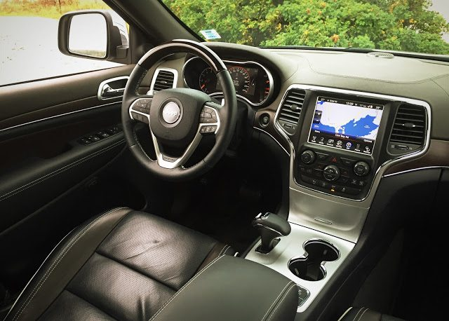 2015 Jeep Grand Cherokee Overland interior