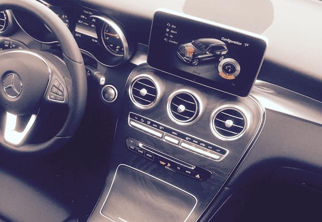 2016 Mercedes-Benz GLC300 interior dash