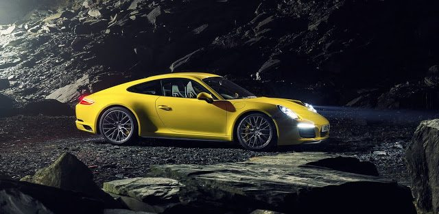 2016 Porsche 911 Carrera 4 yellow