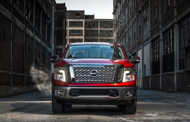 2017 Nissan Titan red