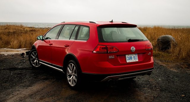 2017 volkswagen golf alltrack review very expensive. Black Bedroom Furniture Sets. Home Design Ideas