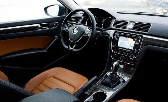2017 Volkswagen Passat V6 Highline interior brown leather