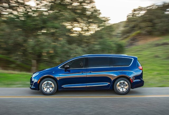 2017 Chrysler Pacifica blue