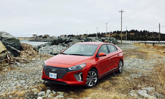 2017 Hyundai Ioniq Hybrid front