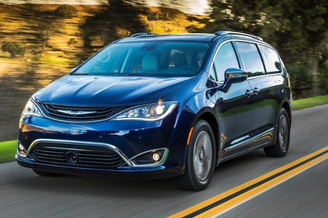 2017 Chrysler Pacifica blue