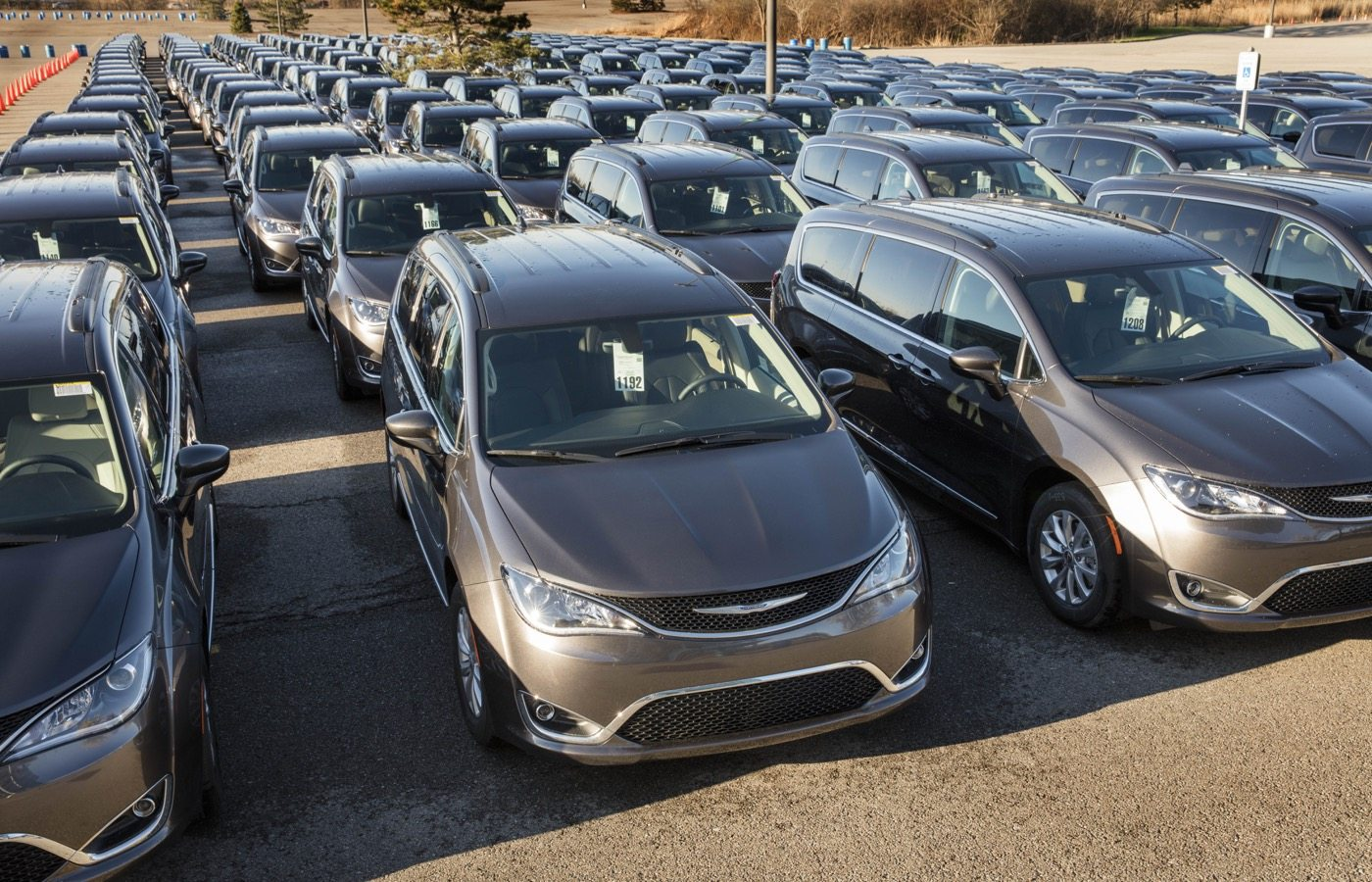 2017 Chrysler Pacifica Dealer Drive Away - Image: FCA