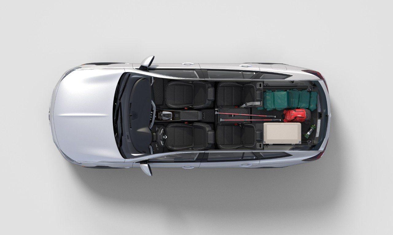 2018 Buick Regal TourX cargo - Image: Buick
